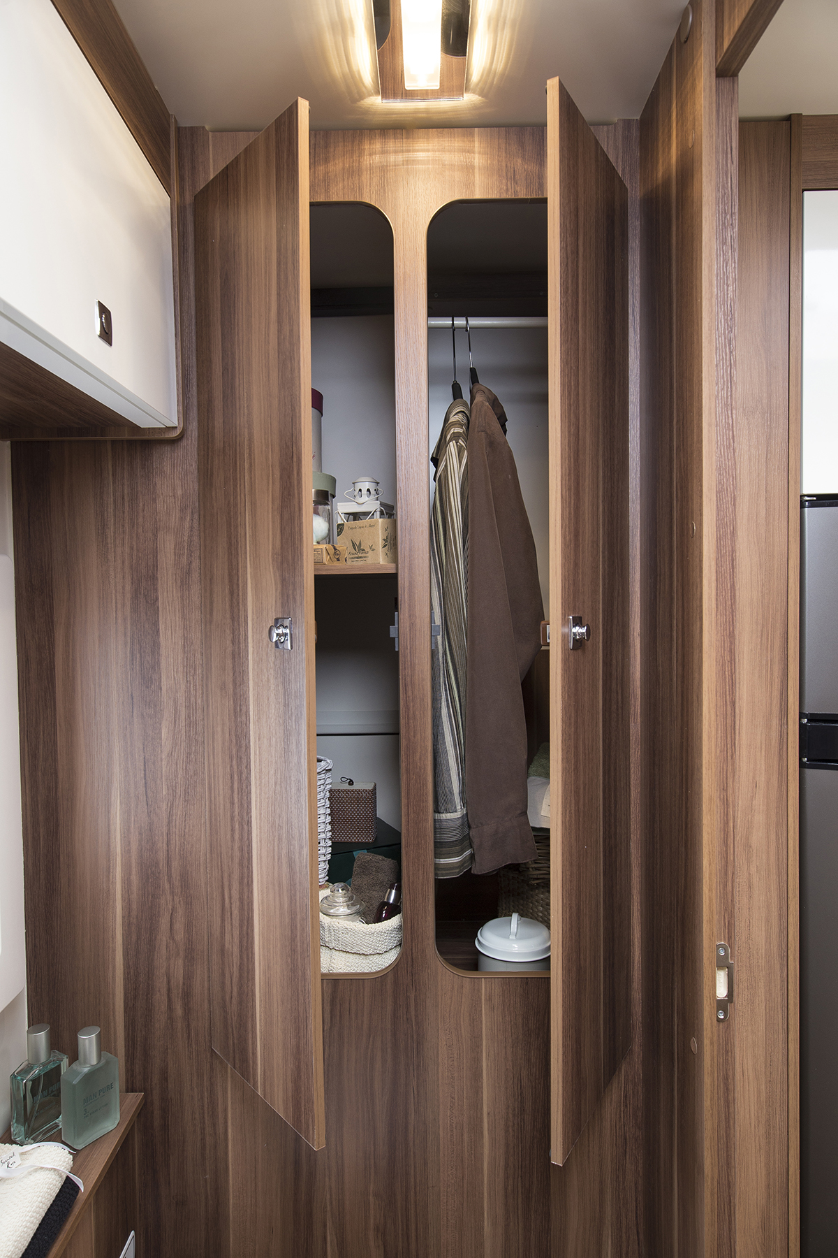 tline_590_internal_cupboard_604.jpg
