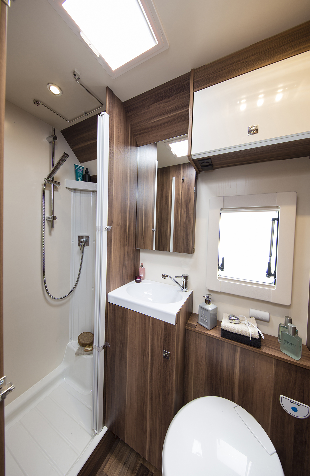 tline_590_washroom_and_shower_608.jpg