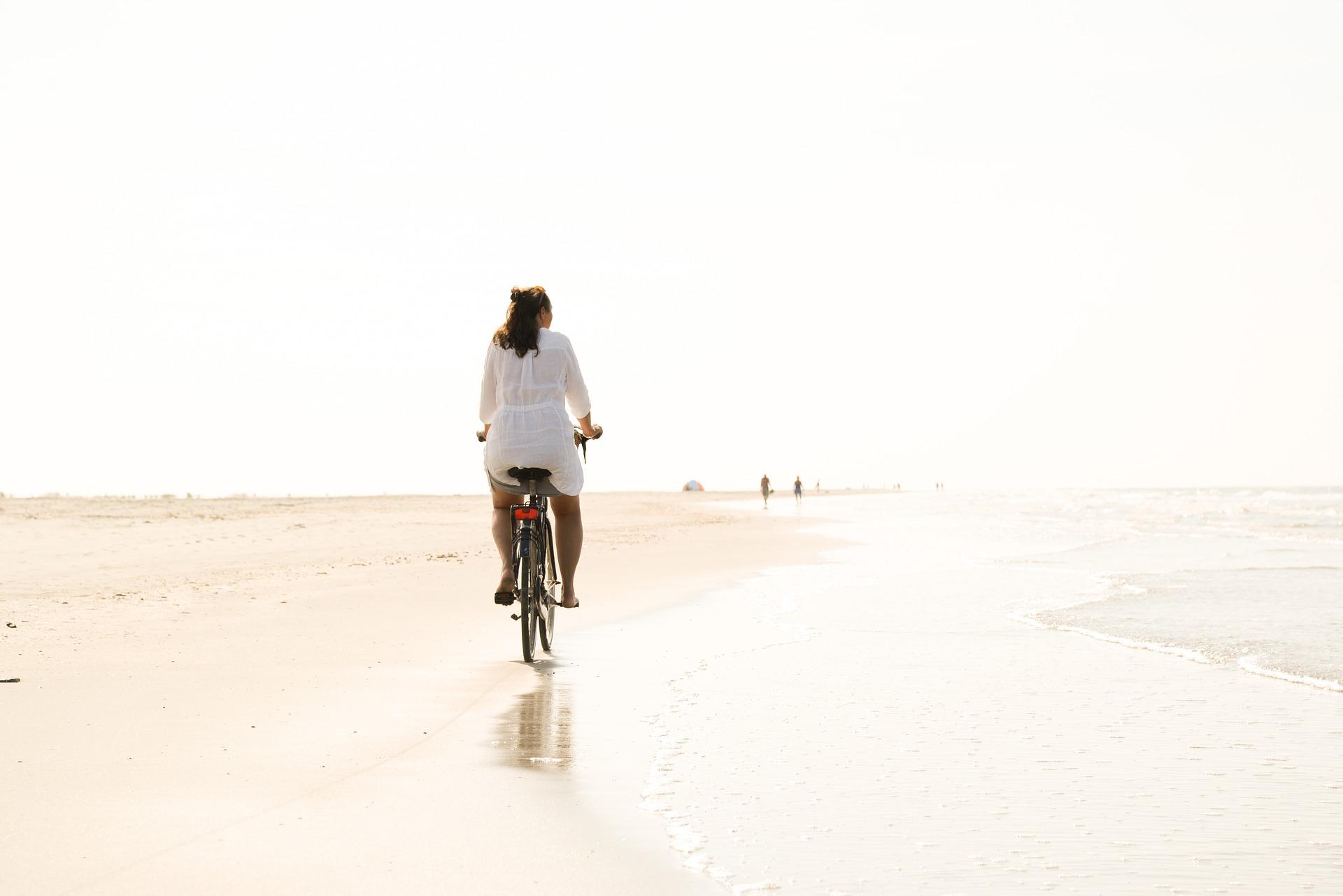 bike-riding-on-topsail-beach