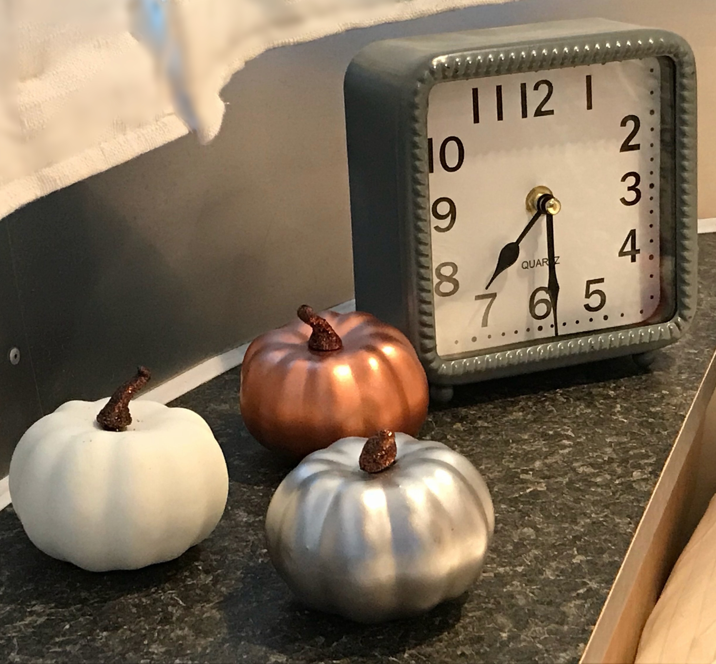 bedroom pumpkins.jpg