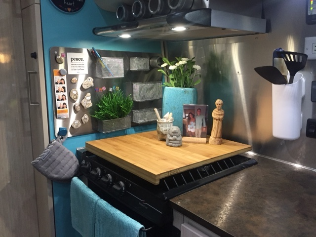 zen den kitchen plus stove.JPG