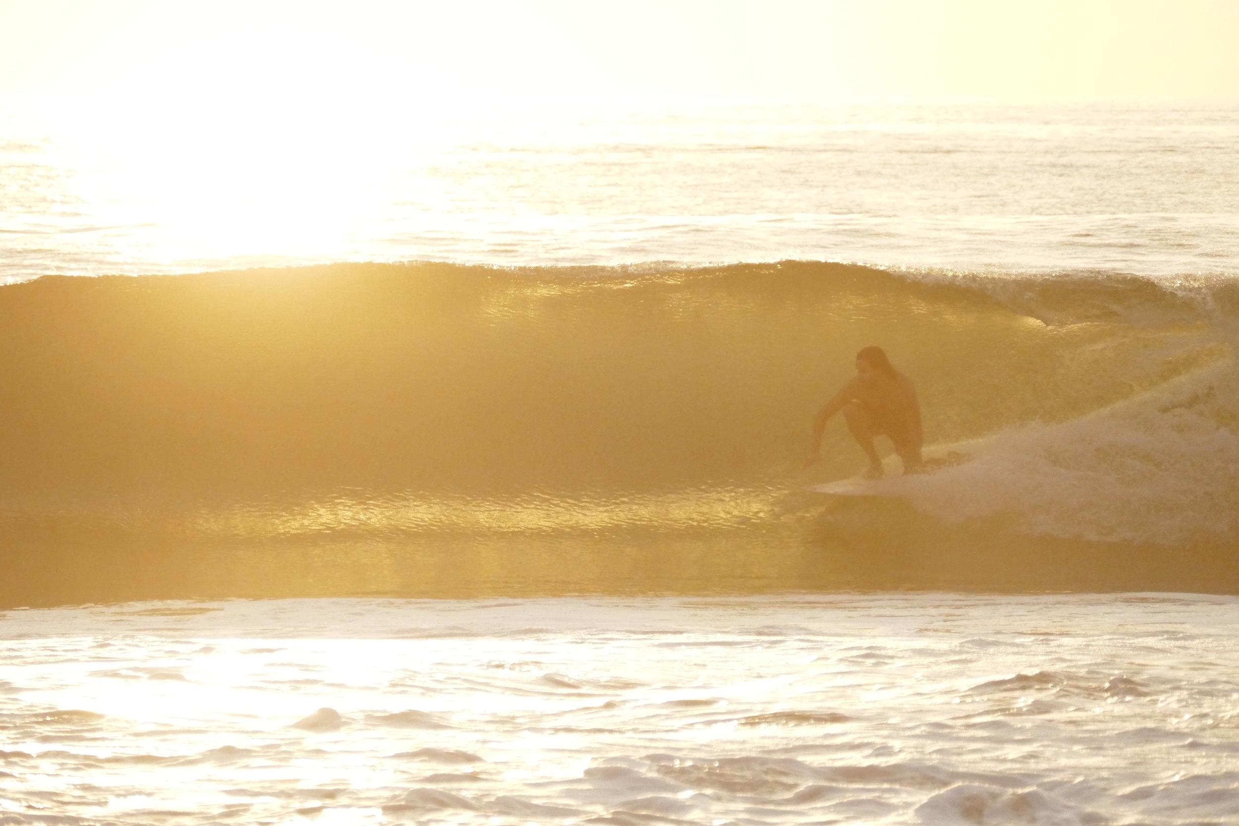Surfeur au coucher de soleil - Puerto Escondido