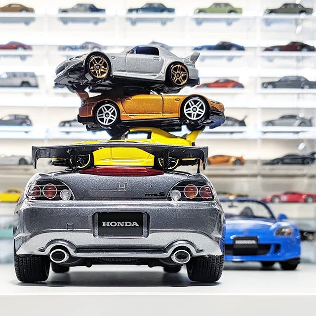Today's #laldcarweek2019 theme is the 2000s and yet nobody has posted a S2000. What gives? 🤔 . Honda S2000 Type S - Ottomobile (1:18) . #otto #ottomodels #ottomobile @ottomobile.officiel #118scale #honda #s2000 #typeS #clubracer #jdm #tuner #vtec #vteckickedinyo #liveandletdiecast #lald #diecast #diecastcars #diecastcollector #diecastphotography #resin #Team118