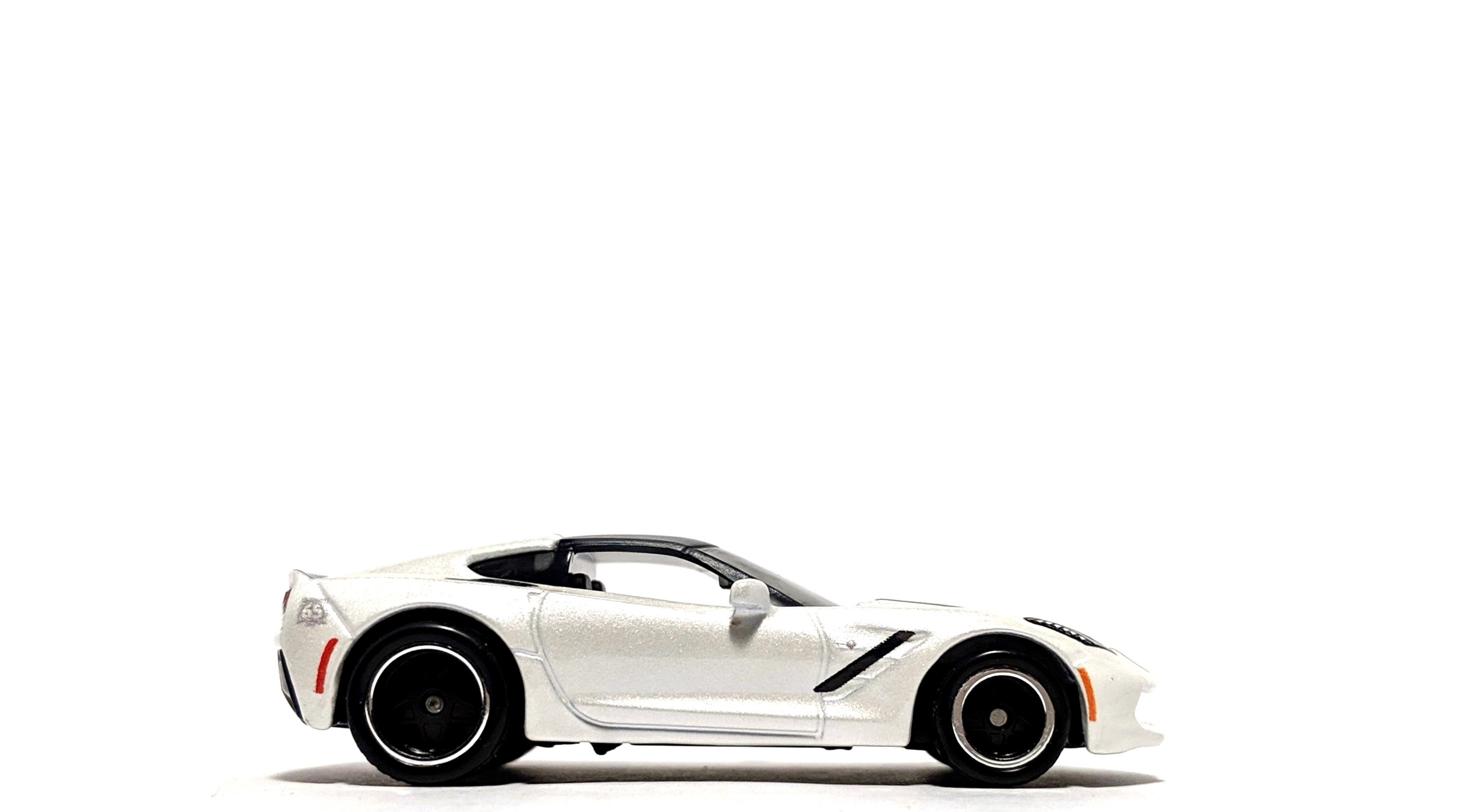 '16 Chevrolet Corvette Stingray - Matchbox 50th Anniversary Superfast