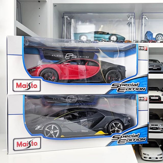 Costco szn is upon us. Go get your dirt cheap Maisto collection fillers. 🤣 . Bugatti Chiron Sport - Maisto (1:18) Lamborghini Centenario - Maisto (1:18) . #maisto @maistotoys #bburago @bburago_collezione #118scale #bugatti #chiron #lamborghini #centenario #supercar #exoticcar #hypercar #liveandletdiecast #lald  #diecast #diecastcars #diecastcollector #diecastphotography #Team118