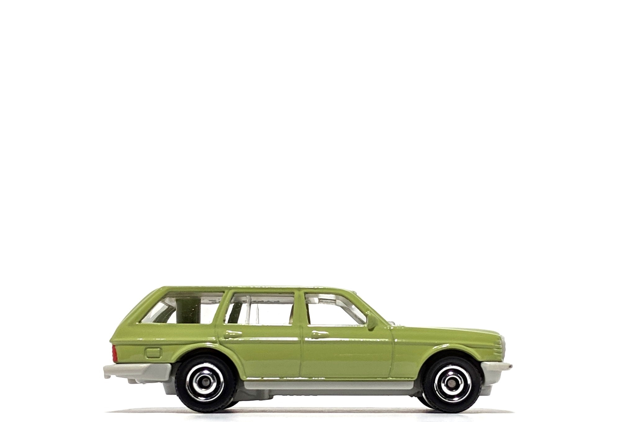 Mercedes-Benz W123 Wagon, by Matchbox