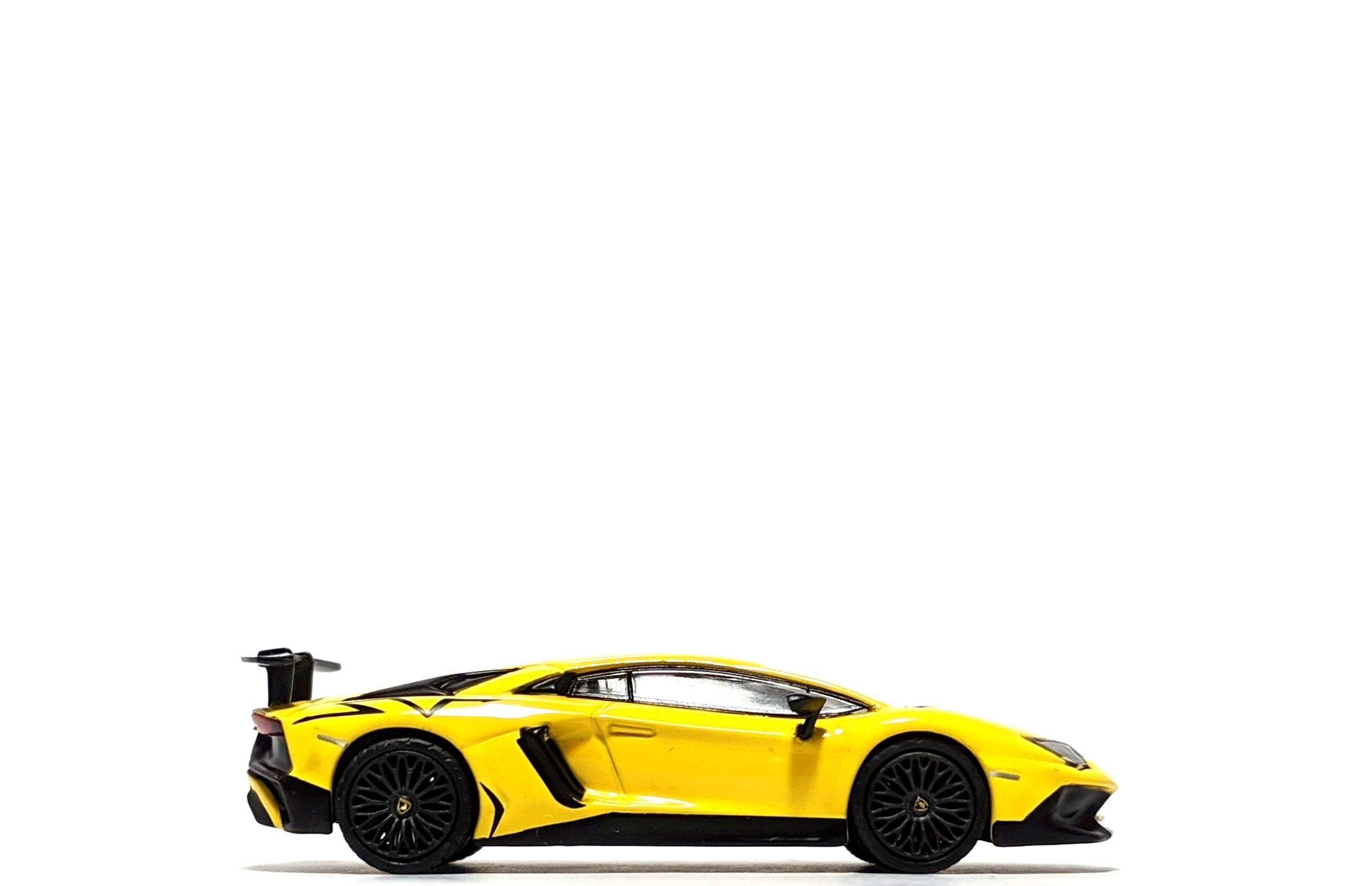 Lamborghini Aventador SV in Giallo Orion, by Tarmac Works (Global64)