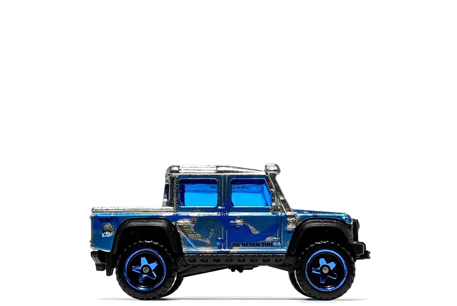 '15 Land Rover Defender Double Cab (Zamac), by Hot Wheels (Walmart-exclusive)