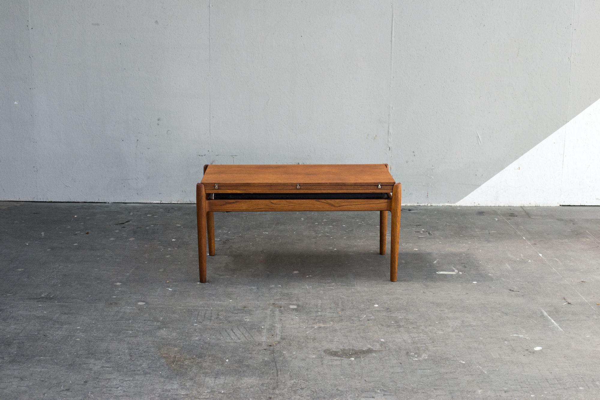 TABLE RELEVABLE SMORREBROD