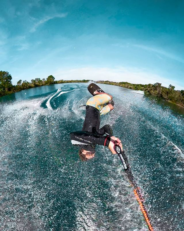 Keep your eyes open ! they say... 👀  This is my new selfie game: not your typical drone shot, in fact, no drone at all #Gopro #Fusion  Best lake @xavi_mill • • • • • • #backflip ##waterski #tricks #reflexskis #nautique #lifeofawaterskier #ski @gopro  @goproes @reflexwaterskis