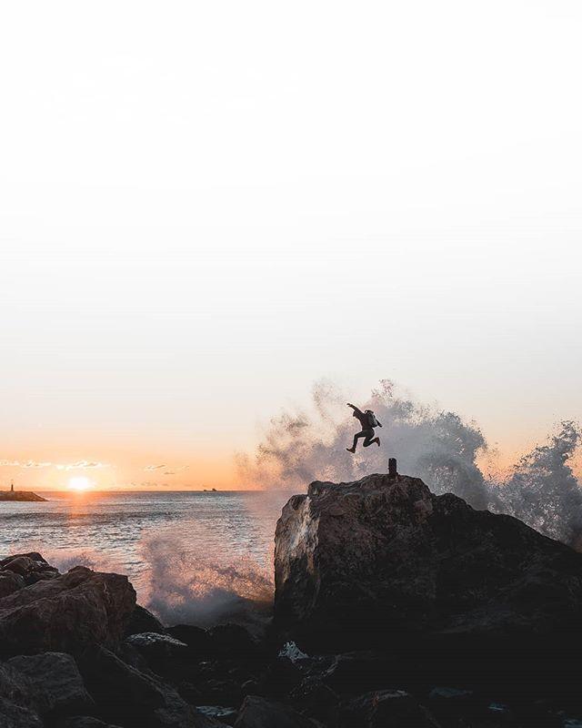 M O M E N T S  I think we should wake up early to enjoy the sunrise more often. We deserve it.  w/@santiavila8