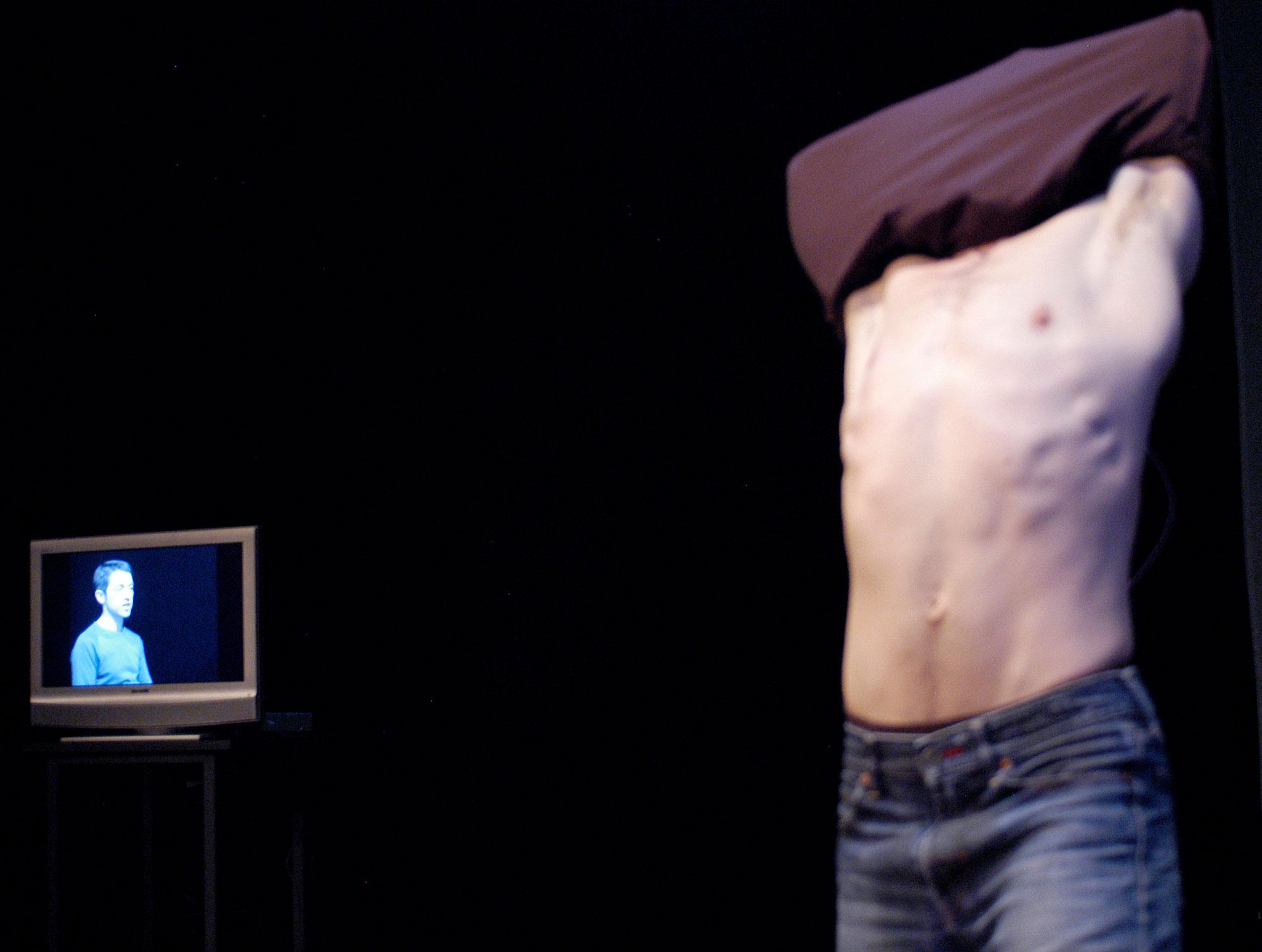 WEB_INFINI25TV-Tshirt-photo-Christian-Lutz.jpg