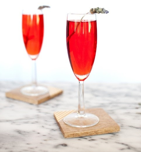 Easy Low Calorie Sparkling ICE Cocktail