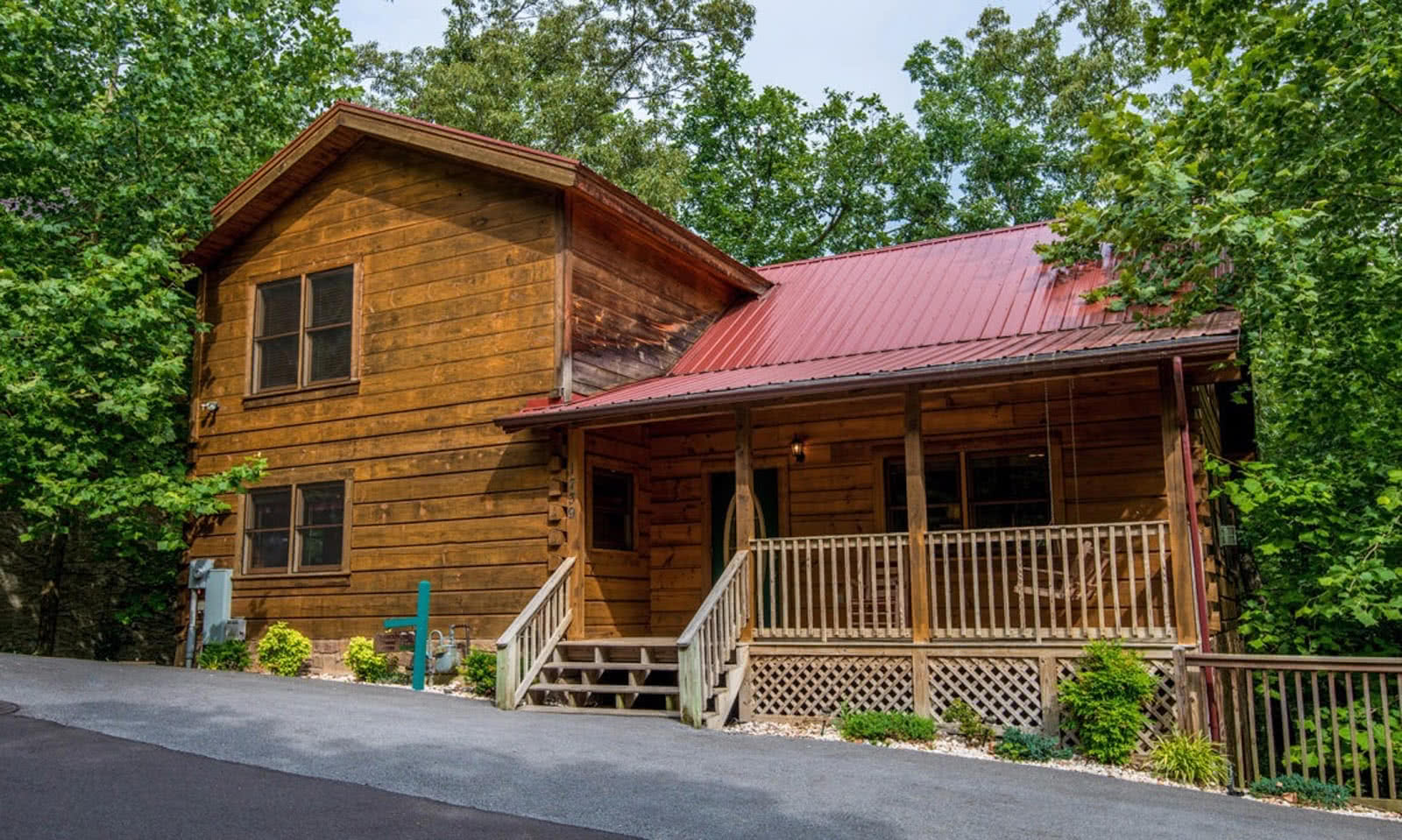 Log Inn Family Cabin - 5 bedrooms, 3 baths, minutes from downtown Gatlinburg