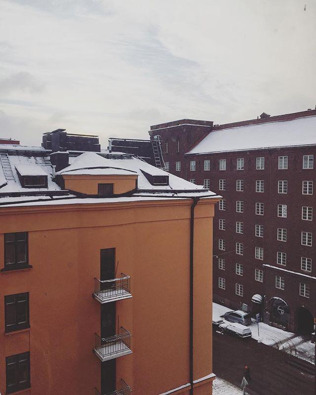 Huomenta 🧡 . . #maanantai #kallio #talvi #helsinki #yrittäjä #freelancer #yrittäjyys #naisyrittäjä #naisyrittäjät #kotisivut #nettisivut #markkinointi