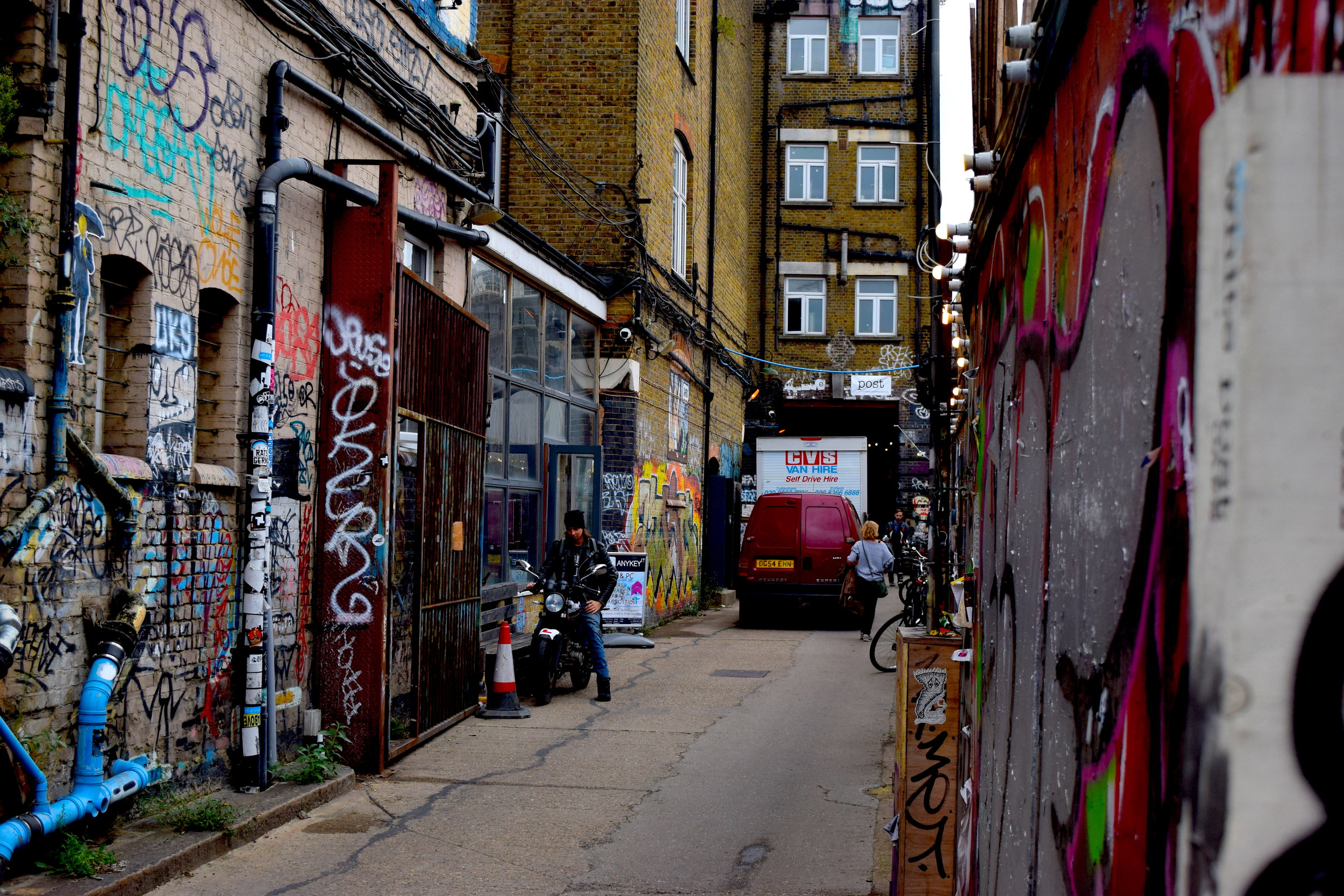 LondonAlleyway2.JPG