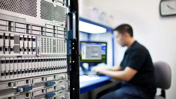 Stay up and running - Reduce the risk of downtime with expert technical support, flexible hardware coverage, and up-to-date coverage data.