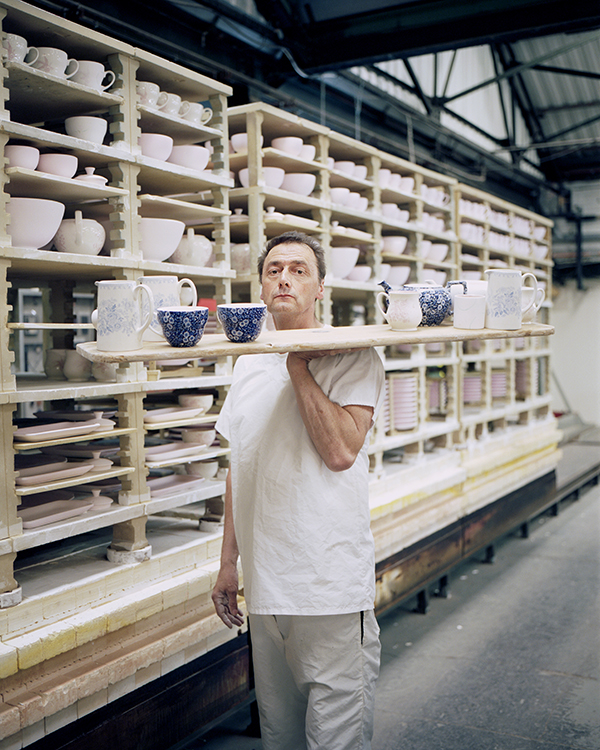 1_Keith-Flynn-at-work-at-Middleport-Potteries.jpg
