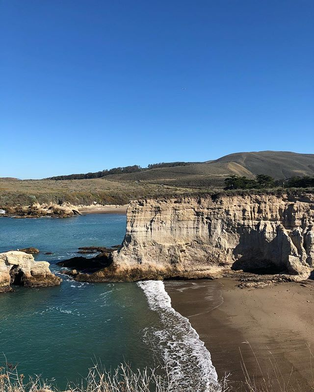 New year, and the comfort of returning to familiar places. Feeling thankful for beauty, wind, water and color today! #slo #landscape #inspiration #painter