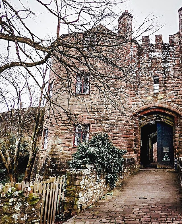 """If you woke up thinking """"I'd like to stay in an 800 year old castle sometime soon"""" - we've got just the thing! Stay at St Briavels Castle in Gloucestershire - a medieval fortress that would love to have you as a guest in their dungeons 😉🖤 . . . . . #yhaengland #curatedstays #castlesofinstagram #airbnb #liveslow #traveltribe #castlesofengland #houselore #historicengland #livelikeroyalty #historicuk #hostellife #castles"""
