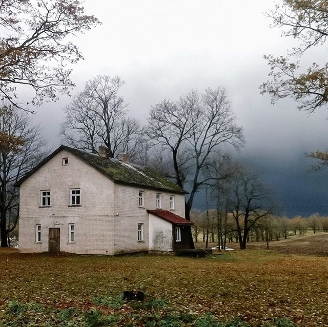 We spent the weekend curating many new properties for your viewing pleasure – not least among them this stunning former sanitarium in the Latvian countryside. With rumors of hauntings and bumps in the night, would you be brave enough to stay? Tag someone you'd take with you 😬👻 . . . . . #latvia #curatedstays #sanitarium #airbnb #liveslow #traveltribe #hauntedplaces #houselore #historiclatvia #asylum #areyoubraveenough #paranormal #paranormalactivity