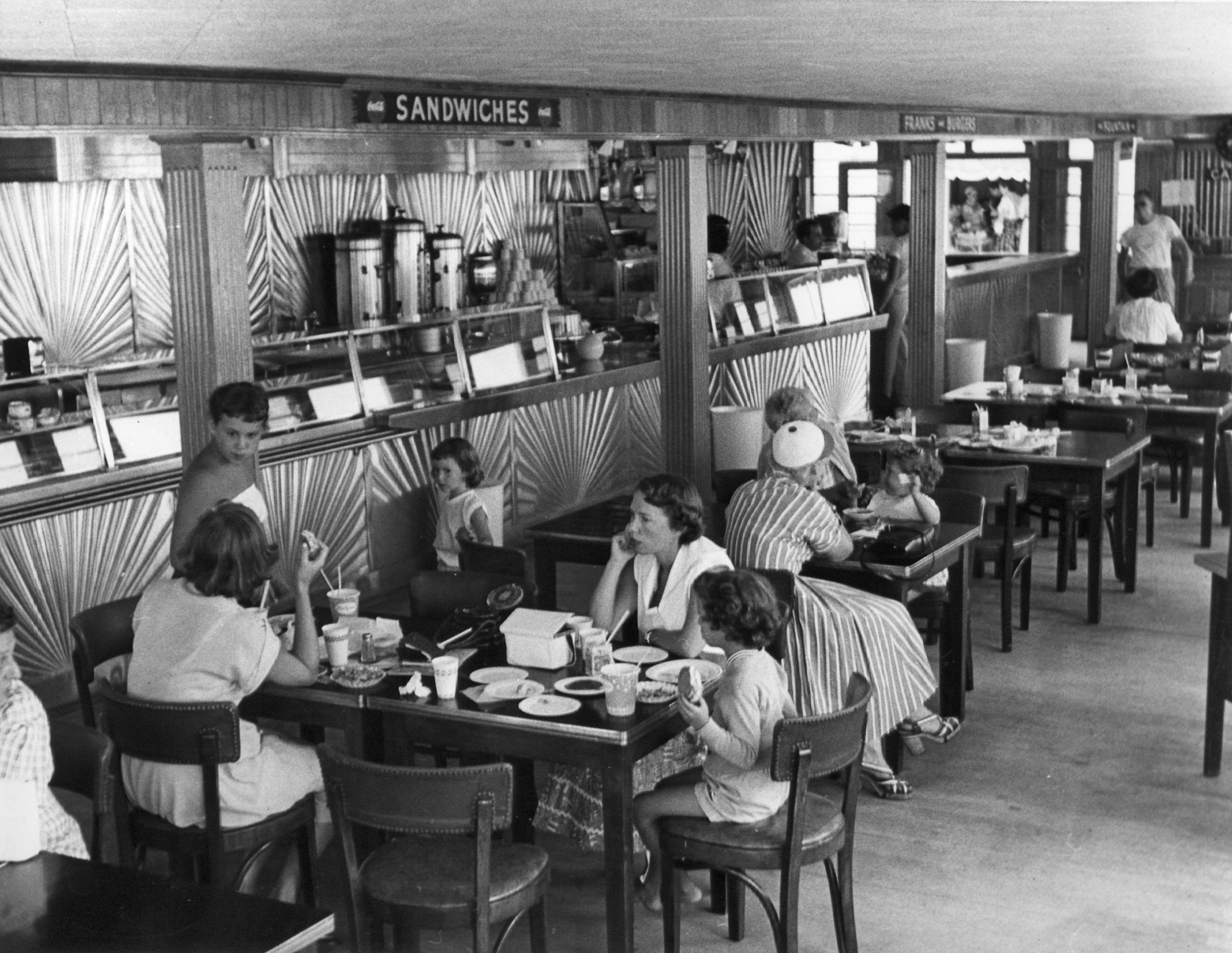 cafeteria_p.jpg