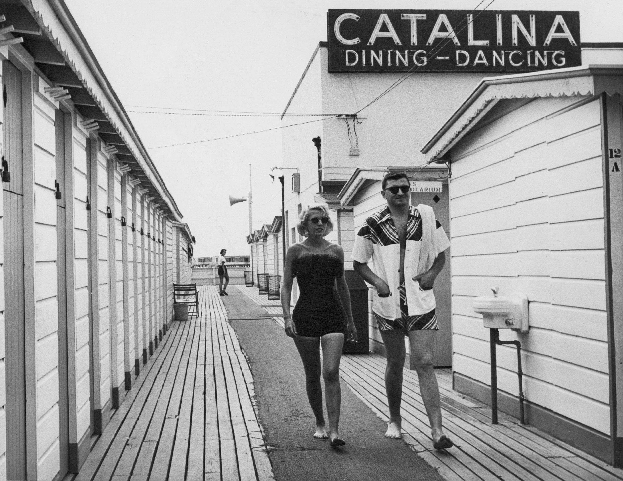 walking couple-b&W 14 bit_p.jpg
