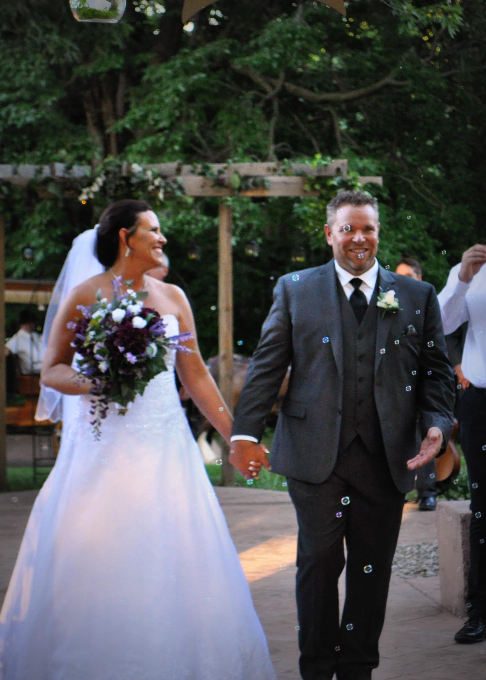 weddings at mallinson vineyard and hall sugar creek mo