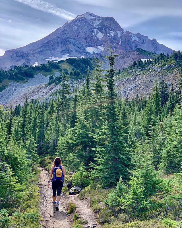 Fall is here! 🍂 Where are you headed?  Layer up, bring a headlamp, pack extra socks, make hot coffee... whatever you do, don't lose your sense of adventure!  #changingseasons #adventureawaits #getafterit #strongertogether #outdoorwomen #pnwonderland #wyeastsisterhood #explore #mthood | 📸: @tanyaann0429