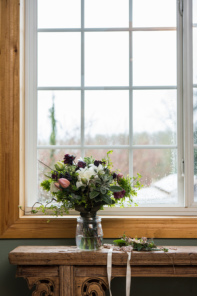 reduced_styled_shoot_bridal_bouquet_window_bridal_suite_IJPhoto_Pine_Creek_Nursery_0053 (1).jpg