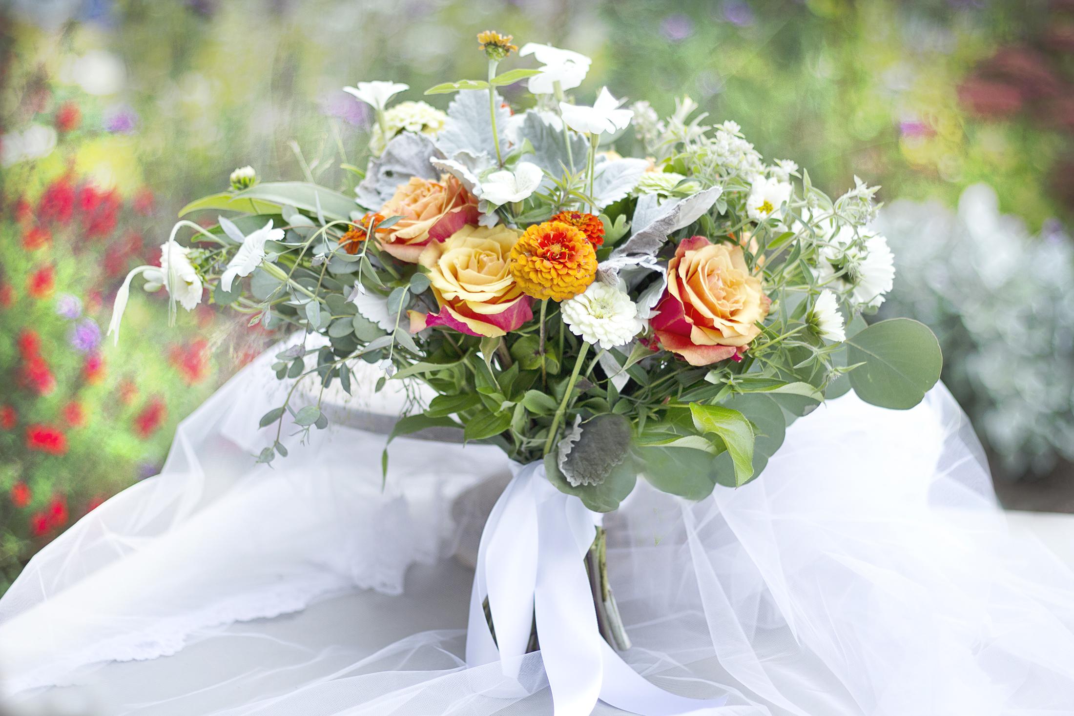 reduced_ss_bridal_bouquet_orange_white_silver.jpg