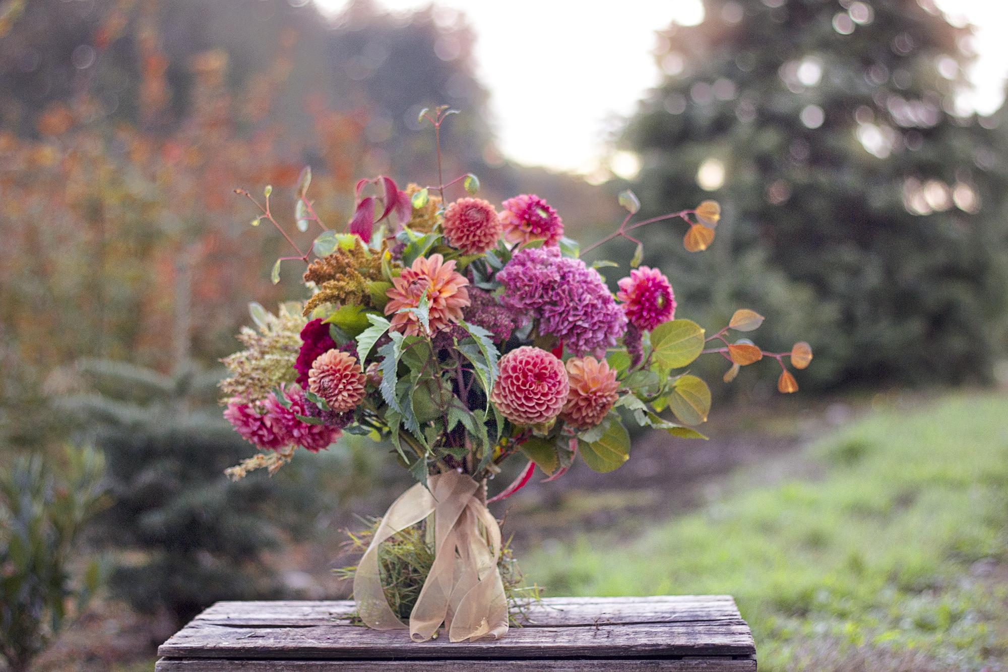 reduced_ss_fall_bridal_bouquet_dahlias_.jpg