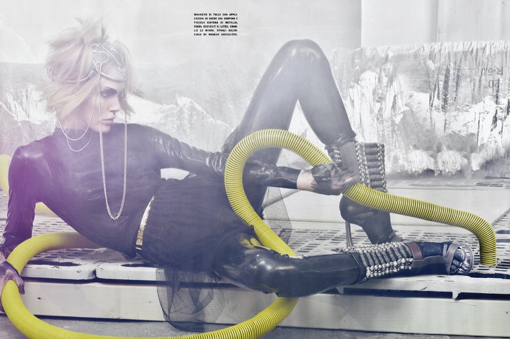 SBStudio_Editorial_Italian_Vogue_FEB_2010_Craig_McDean_5.jpg
