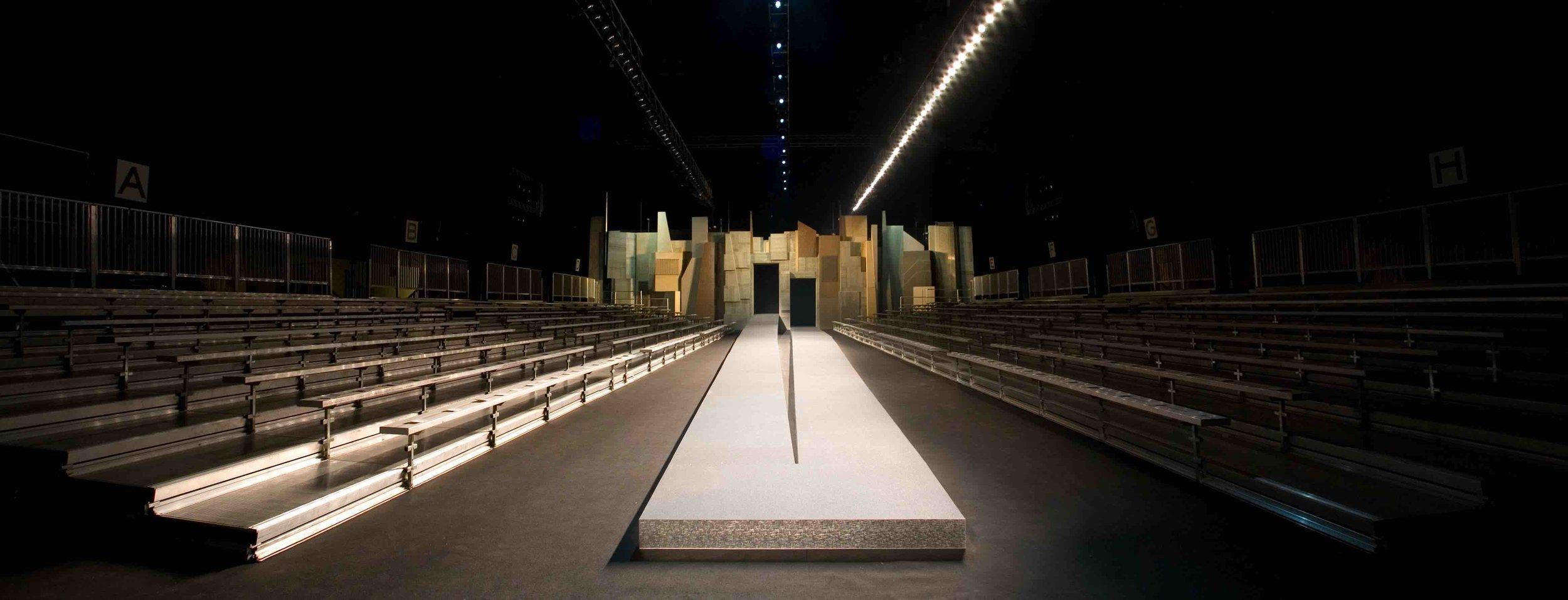 2006 SBStudio_Fashion_presentation_Marc_Jacobs_Fall_Winter_1.jpg