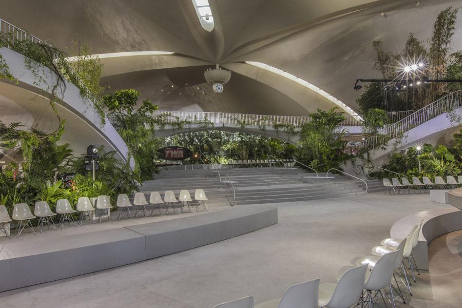 SBStudio_Fashionshow_Louis_Vuitton_resort_2020_1.jpg