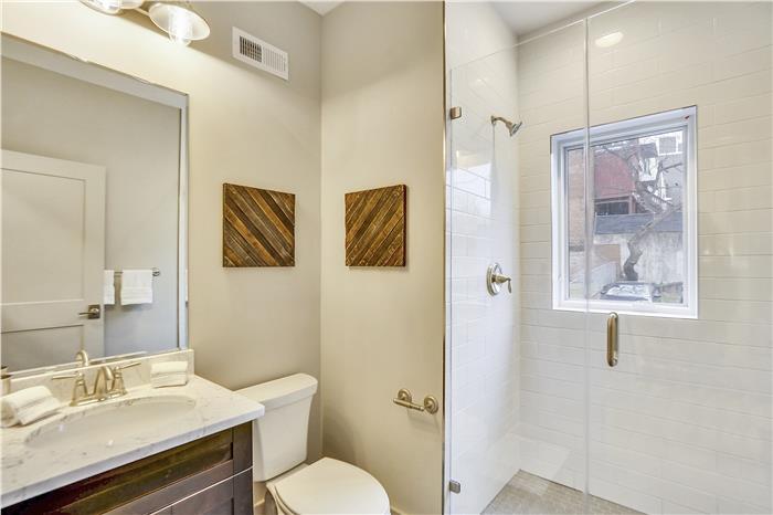 Main Level-Bath-KRS6060.JPG