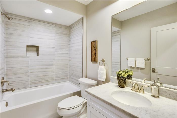 Lower Level-Bath-KRS6104.JPG