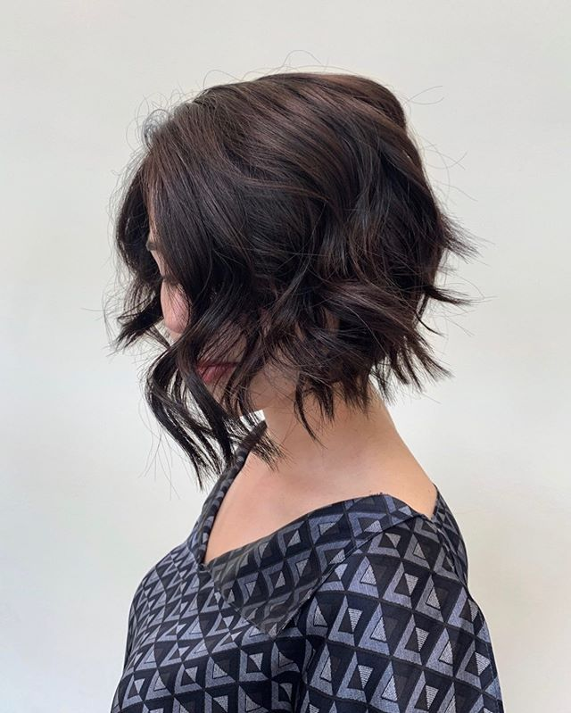 Kate's favorite haircut to do is any variation of the modern bob! Precision paired with organic texture 😍 ⠀⠀⠀⠀⠀⠀⠀⠀⠀ Styled by our lovely @brianscutshair864
