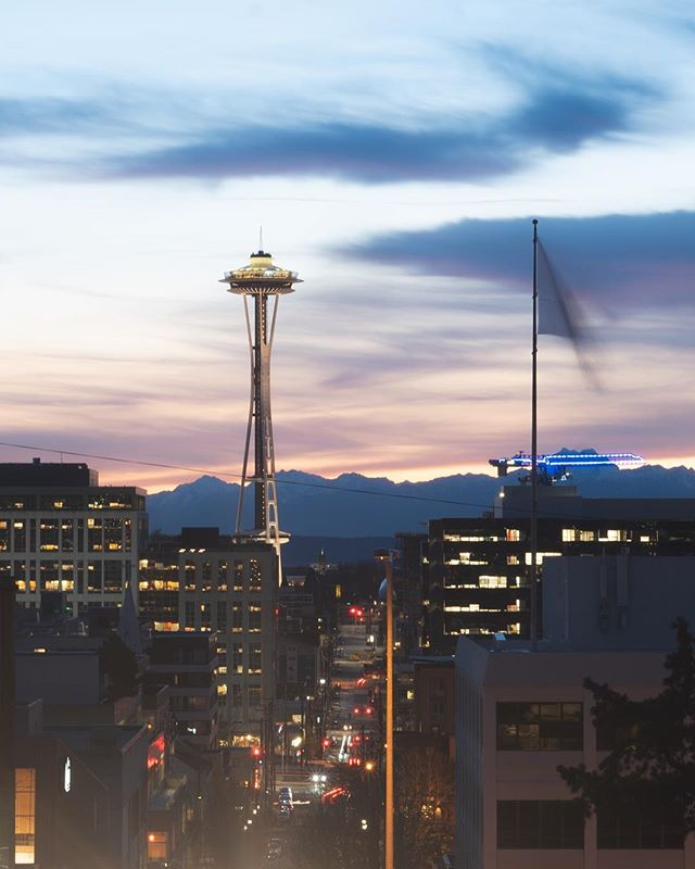 The city was poppin poppin last night sheesh🧐  #Seattle #pnwonderland