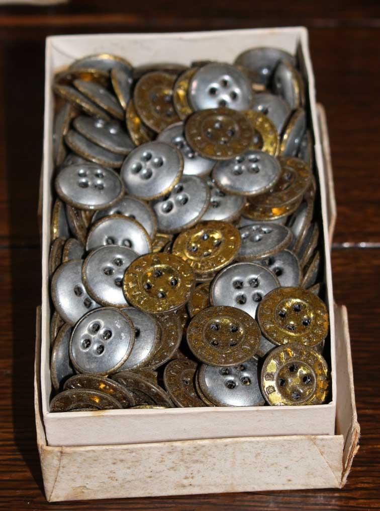 2-piece Tin Suspender Buttons
