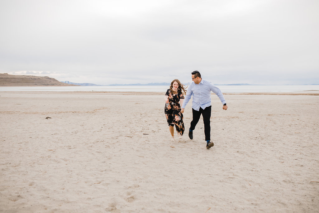 engagement pictures professional photography at antelope island in northern utah
