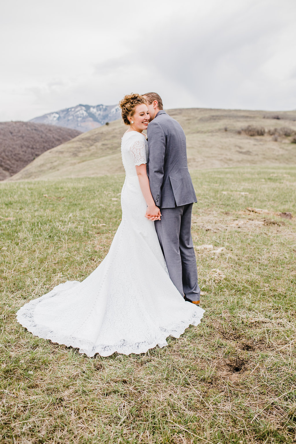 rolling hills bright light photography natural posing adventurous wedding young couples