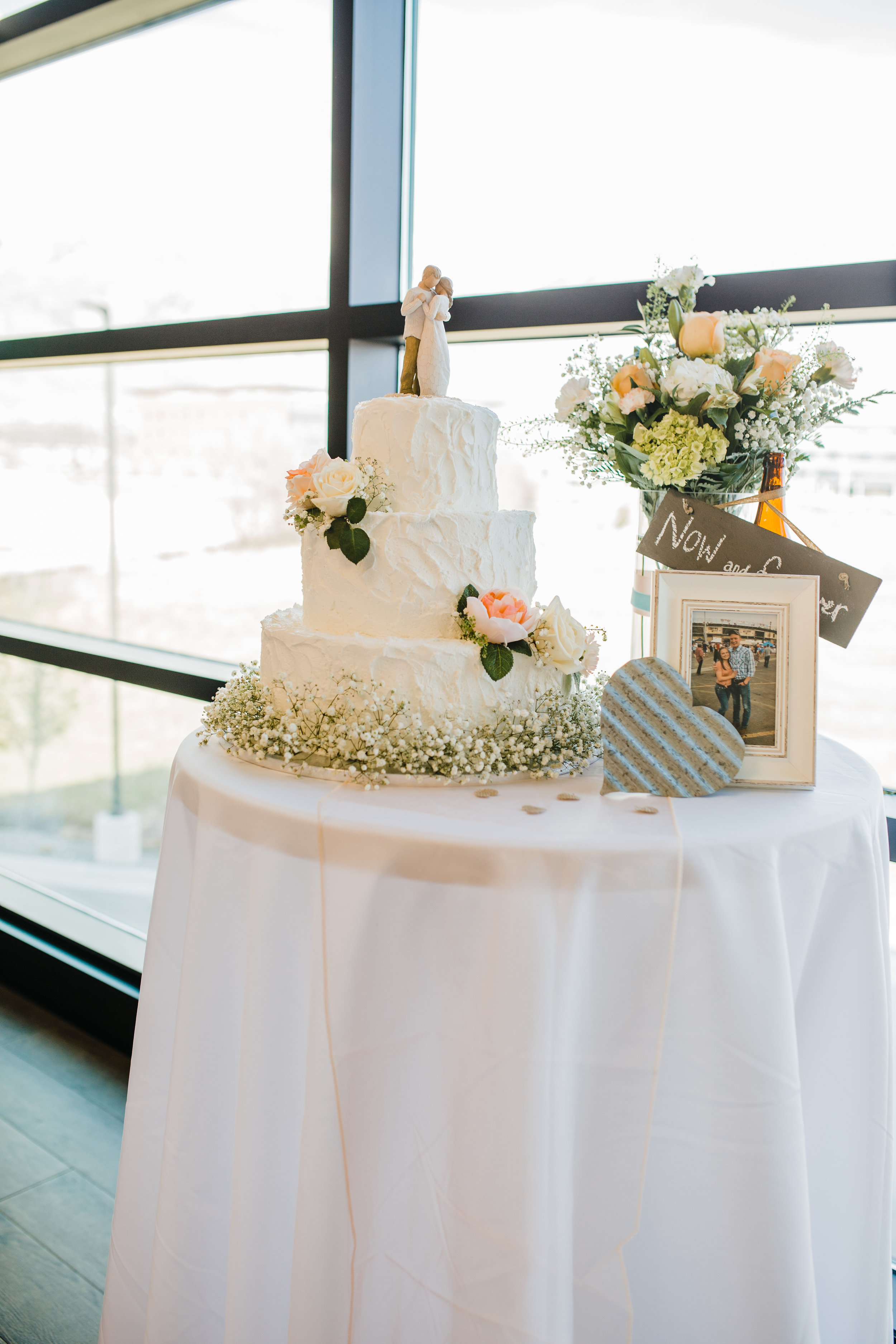 Provo Utah Wedding Photographer get the most out of your wedding cake