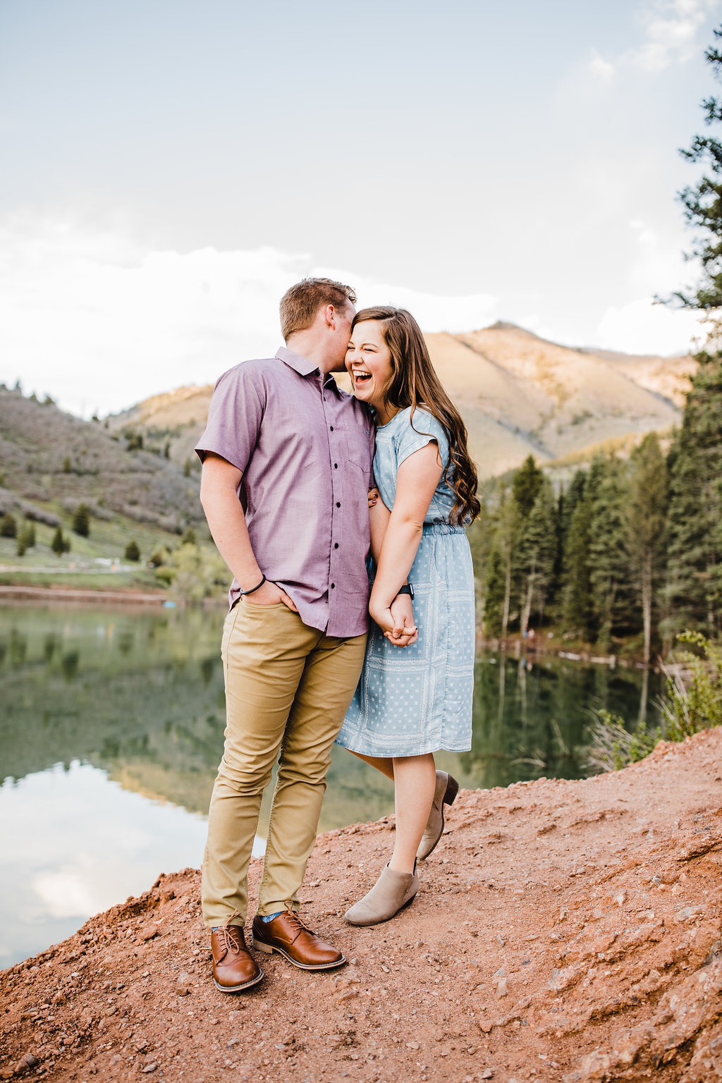 natural relaxed engagement photography up green canyon logan utah engagement photographer by a lake