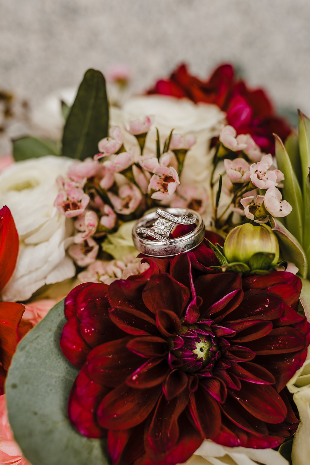 wedding rings on floral bouquet wedding day photography calli richards professional wedding day photos