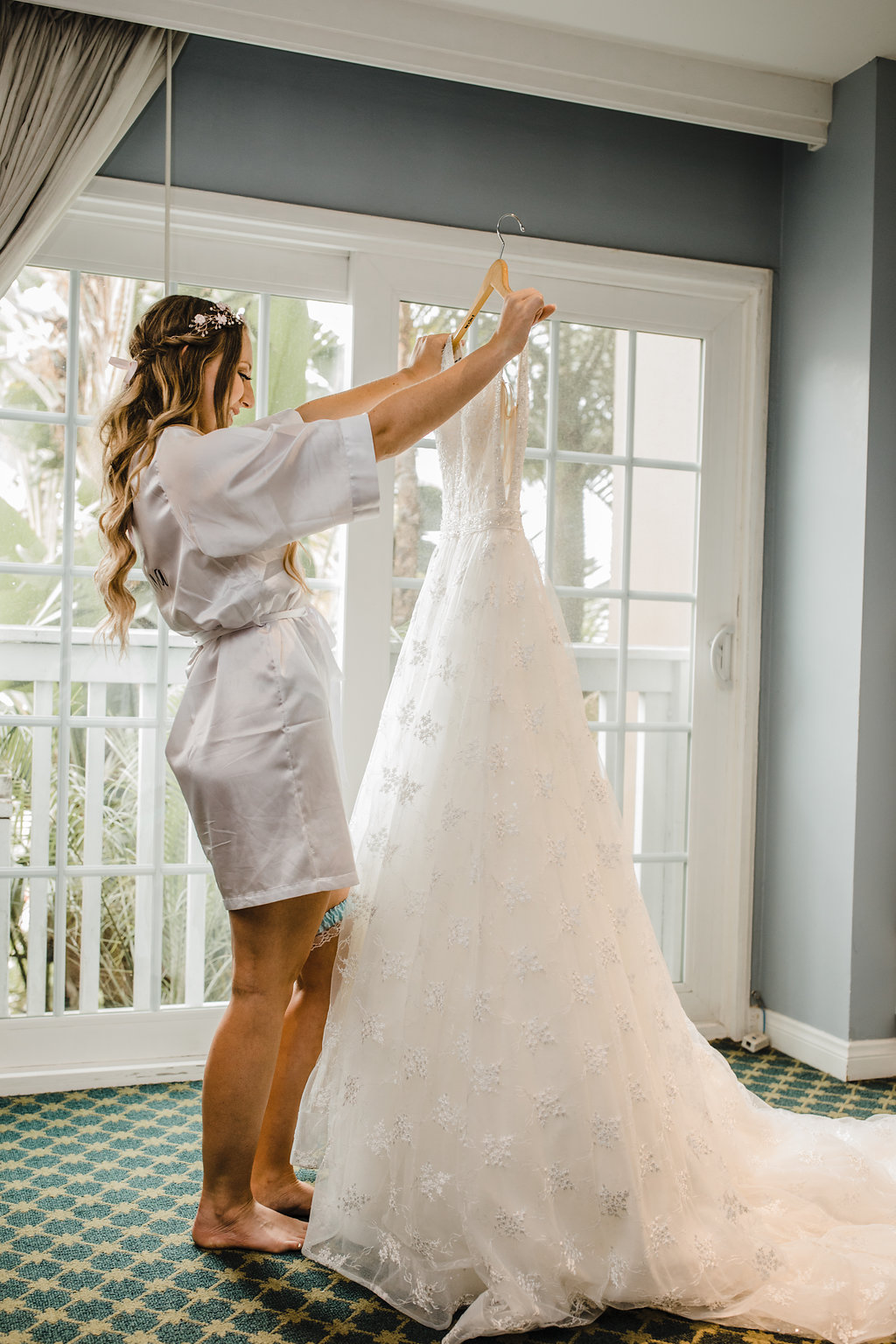 california bride with wedding dress wedding hair getting ready pictures professional