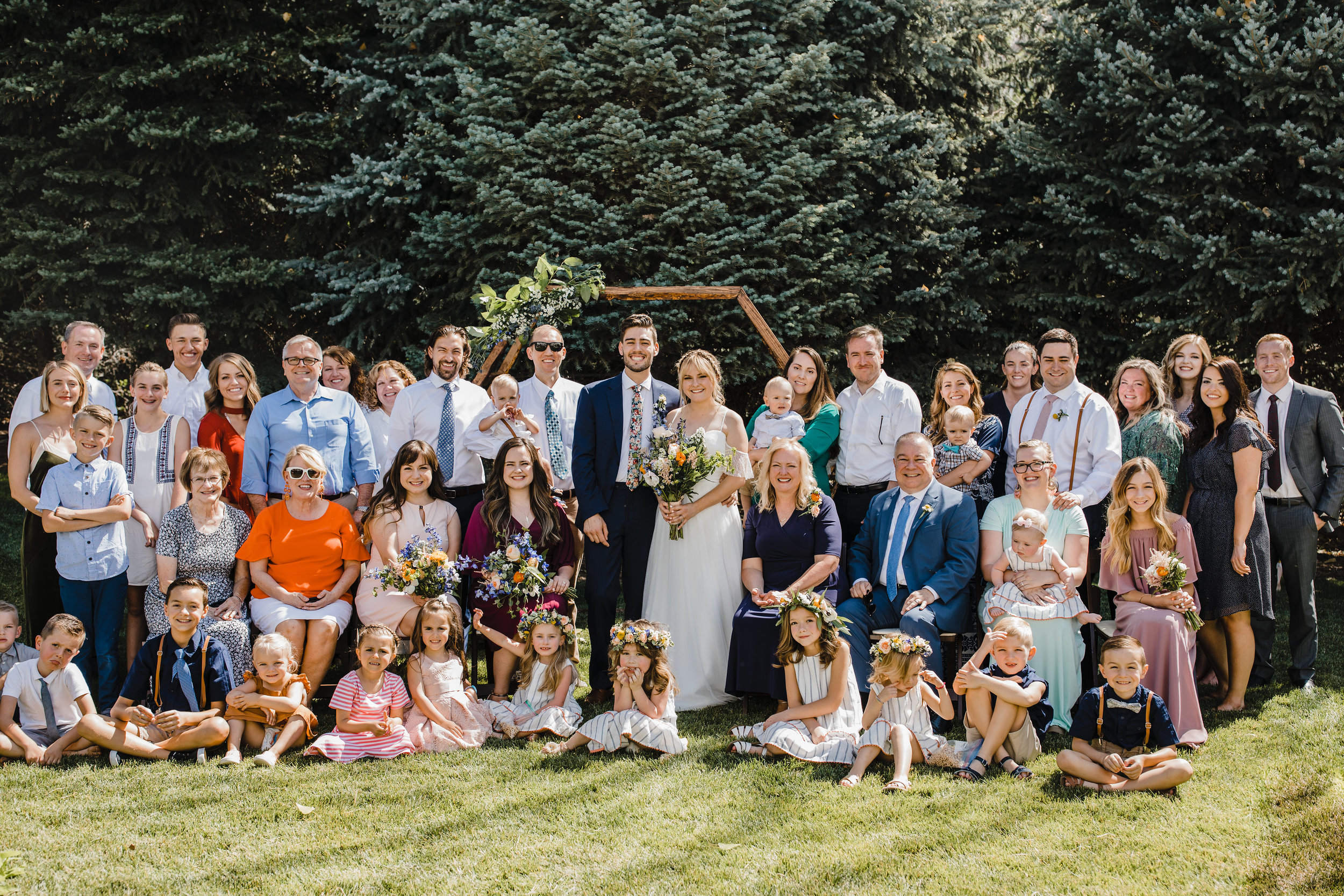 South Jordan Utah wedding photographer group shot outdoor wedding