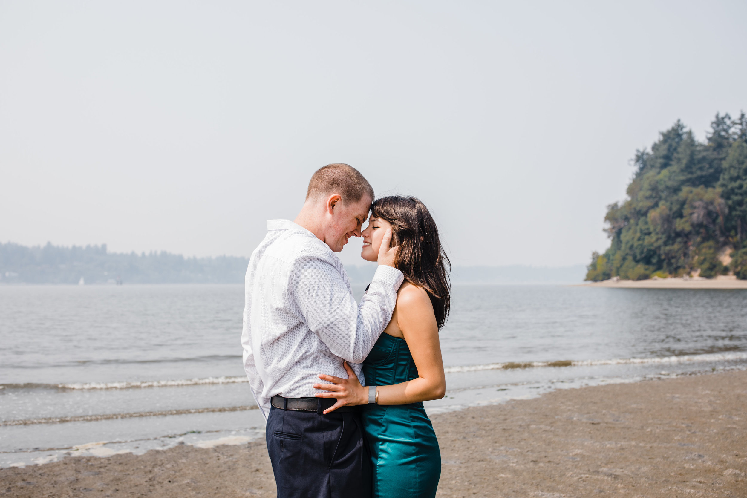 best professional engagement photographer in olympia washington beach kissing holding romantic sunset