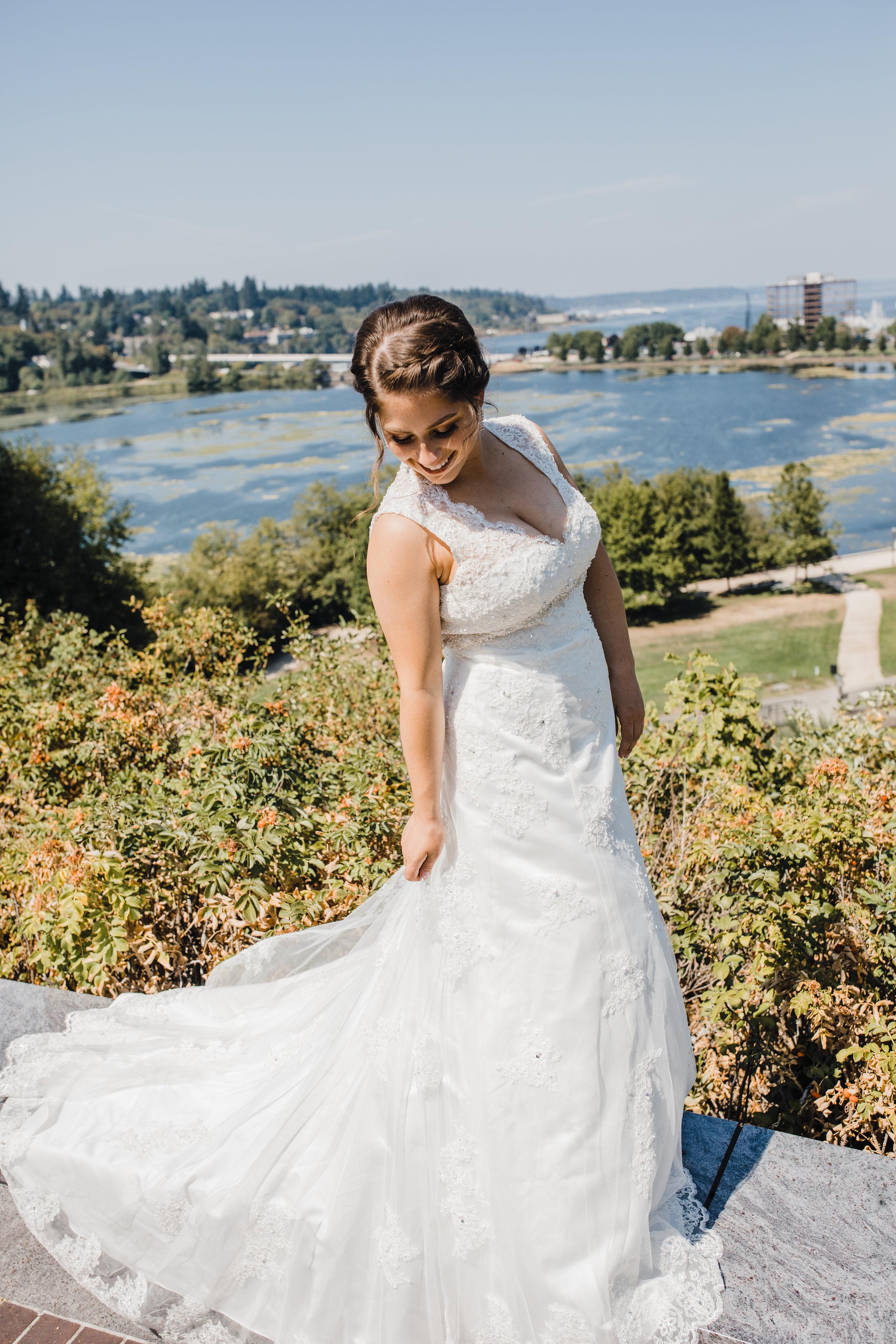olympia washington professional wedding photographer gold course outdoor wedding long train bride