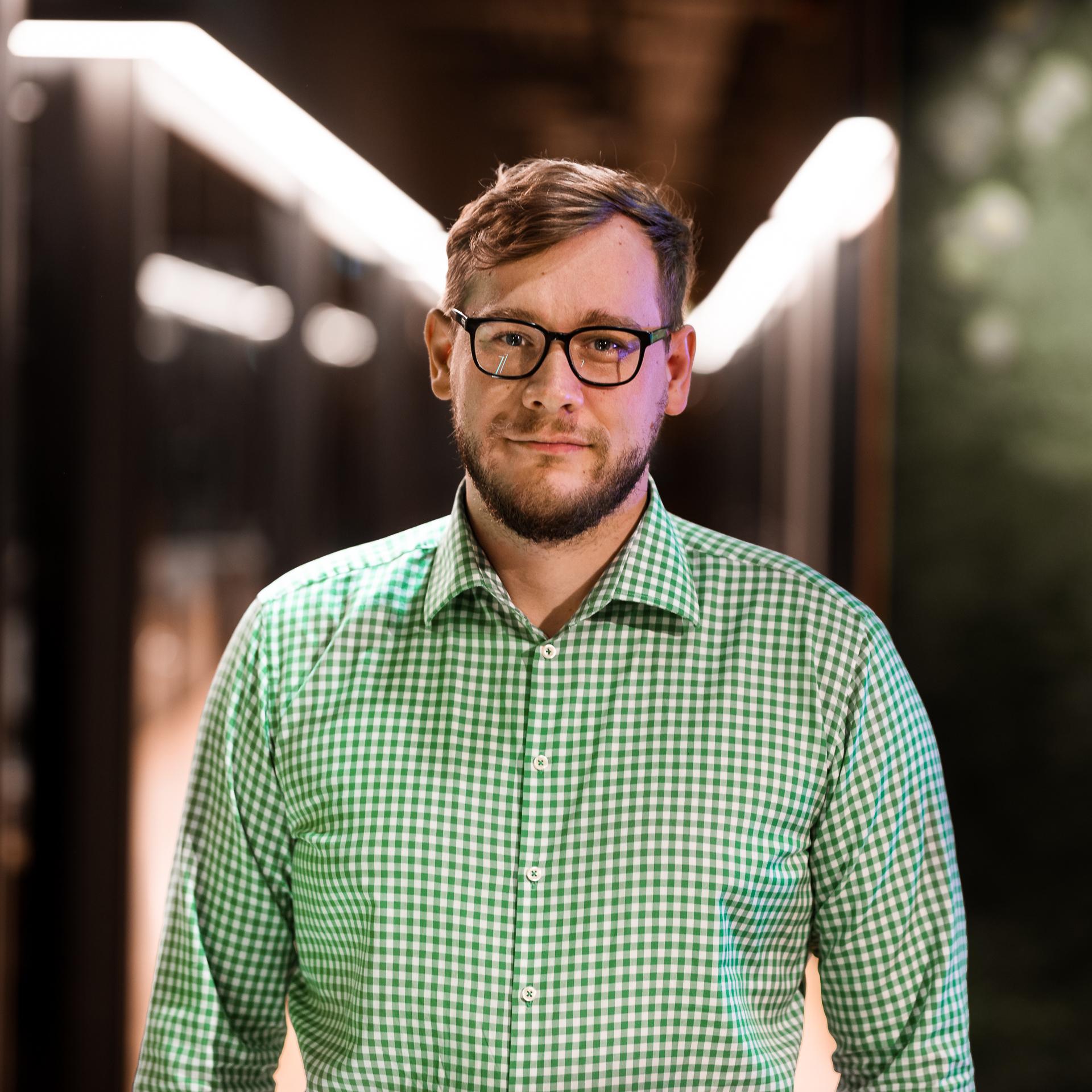 Jakub Buszynski   Head of Hardware   LinkedIN